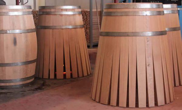 photo de barriques en construction