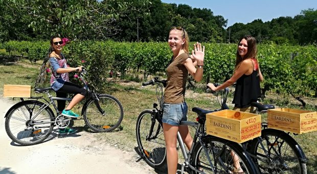 vins de bordeaux à vélo, route des vins à vélo, dégustation et visite au chateau