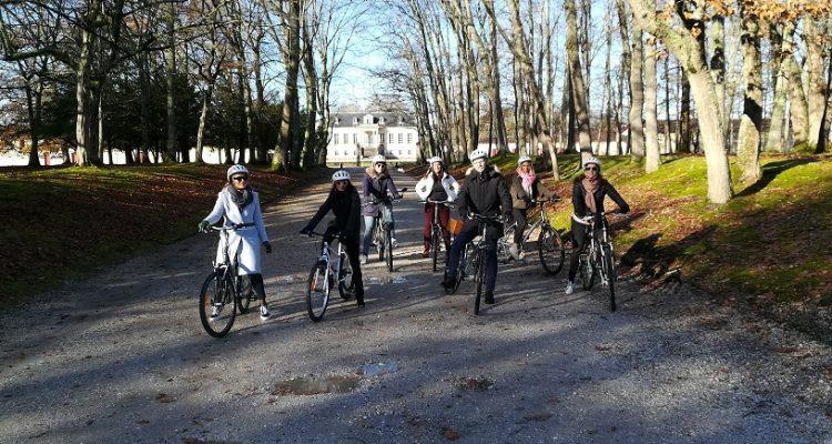 image d'un groupe en balade à vélo