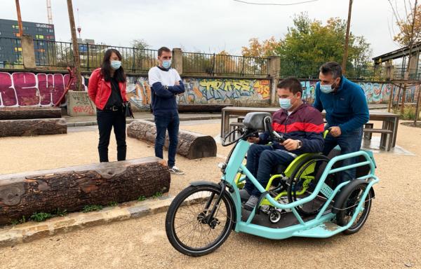 balades à vélo handbike benur pour visiter les vignobles de bordeaux accessibles à tous